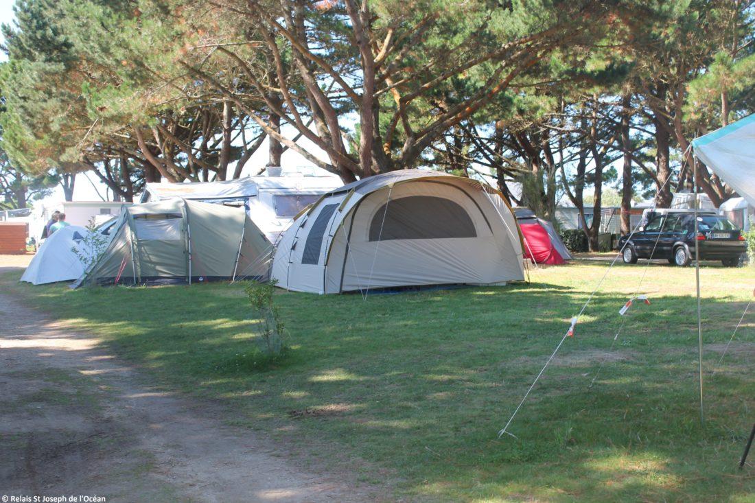 Emplacement camping dans un site naturel