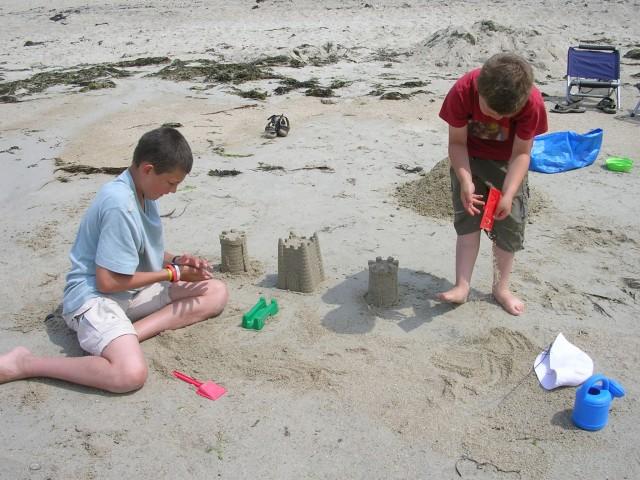 Activités en familles sur la plage - Camping de l'Océan