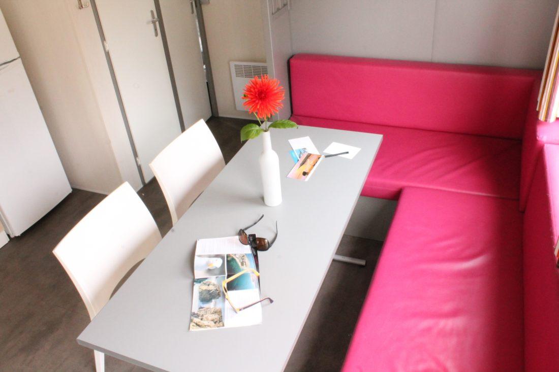Mobil home 3ch - Intérieur - Banquette fushia