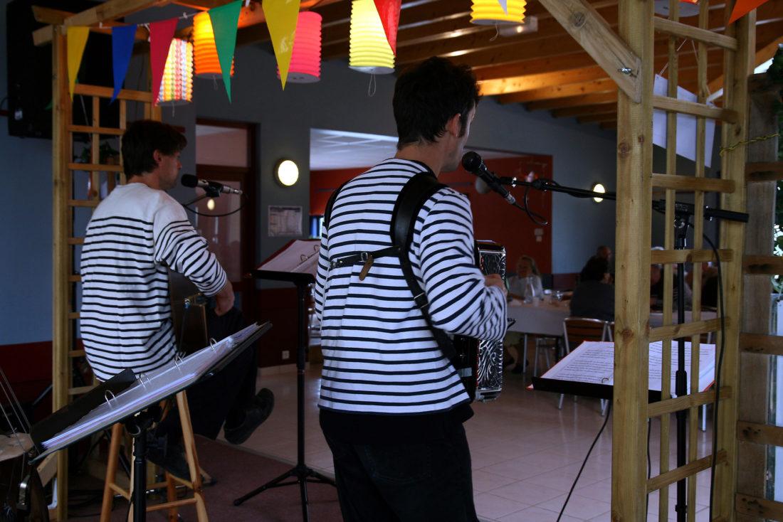 Artistes au Ty Mouss' Bar - Campng de l'Océan